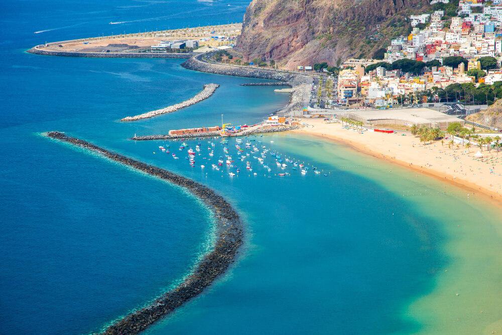 La famosa playa de Las Teresitas en Tenerife